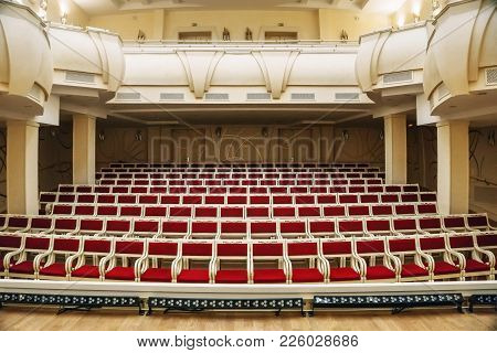 Belgorod, Russia - Circa January 2018: Empty Huge Hall Interior With Rows Of Red Chairs And Columns