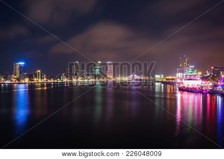 Da Nang Panorama View By Han River By Twilight Period. Da Nang Is One Of The Major Port City In Viet