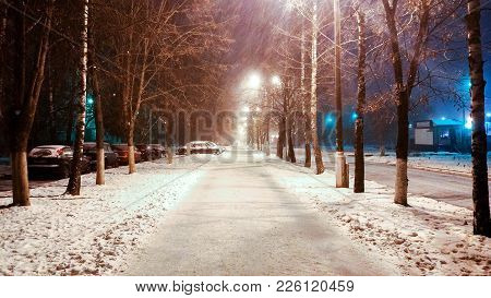 In The Winter In The City, A Night Street With Phonories, A Strong Wind Of Snow. In The Park, The Ro
