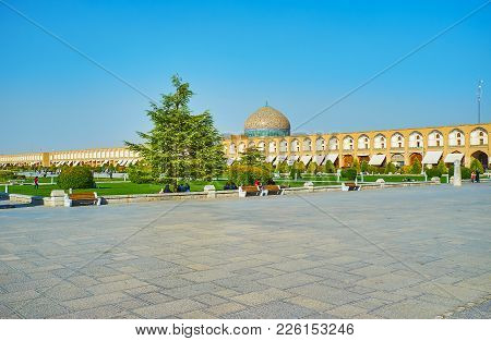 Isfahan, Iran - October 20, 2017: Enjoy The Scenic Garden Of Naqsh-e Jahan Square With The View On D