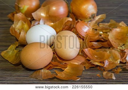 Brown Onion Husks. Coloring For Eggs For Easter. Chicken Eggs