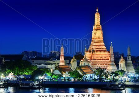 Wat Arun Ratchawararam, A Buddhist Temple In Bangkok, Thailand
