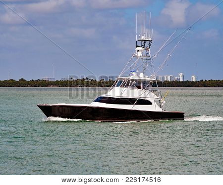 Well E Quipped Black And White Sport Fishing Boat On The Florida Intra-coastal Waterway Off Miami Be