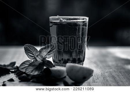 Popular Indian/asian Sharbat I.e Gulab Ka Sharbat With Sliced Lemon,citrus