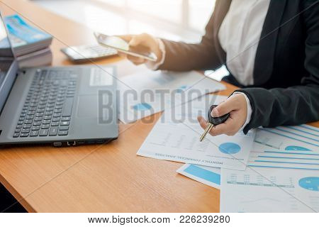 Business Woman Holding A Car Key. Buy And Sell Car. Rental Car. Car Leasing. Concept]