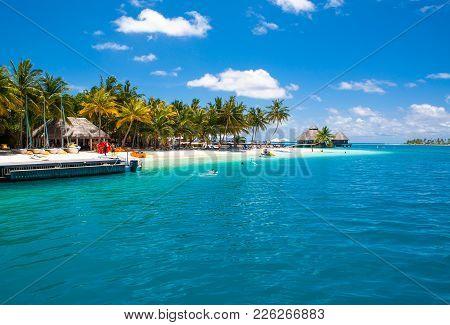 Rangali, Maldives Island - 14 July 2017: Beautiful Sandy Beach In The Shade Of Palms For Water Sport