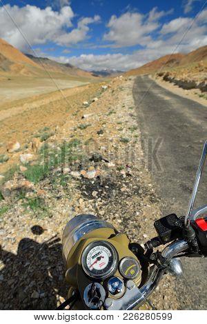 Tso Moriri, Jammu And Kashmir, India - 07 July 2017: Motorbike Royal Enfield Standing By The Karakor