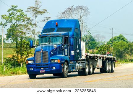 Chiapas, Mexico - May 24, 2017: Semi-trailer Truck Kenworth T600 At The Interurban Road.