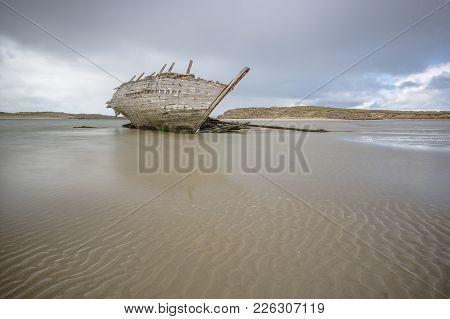 Bad Eddies - An Abandoned Boat Found In Bunbeg.