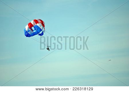 St Petersburg, Florida, Usa - November 11, 2013 : Parasailing In Florida
