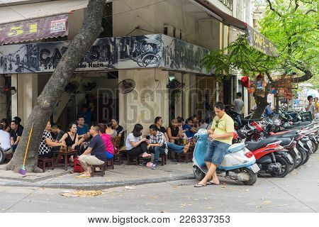 Hanoi, Vietnam - Apr 5, 2015: People Have Coffee, Tea In A Street Cafe In Nguyen Huu Huan Street, Ha