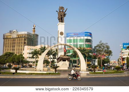 Buon Ma Thuot, Vietnam - Mar 30, 2016: Victory Monument Of A T-54 Tank In Central Point Of City, Cro