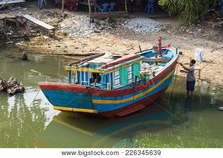Qui Nhon, Vietnam - Apr 1, 2016: Fishing Boat Is Painting By Fisherman By River In Qui Nhon City, Ta