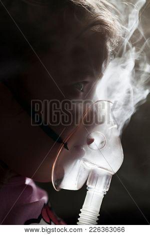 Child under medical treatment, nebuliser respiratory therapy