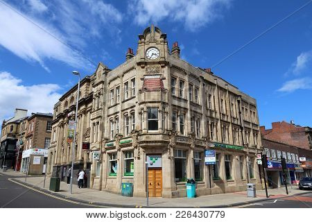 Barnsley, Uk - July 10, 2016: Town Centre View In Barnsley, Uk. Barnsley Is A Major Town Of South Yo