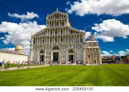 Piazza Dei Miracoli (square Of Miracles) - Cathedral And The Leaning Tower - Pisa, Italy, Europe