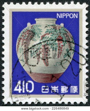 Japan - Circa 1982: A Stamp Printed In Japan, Depicts Enamel Jar, By Ninsei Nonomura, Circa 1982