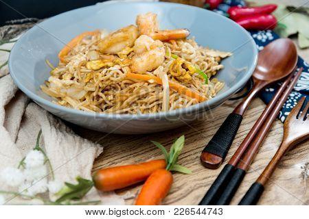 shrimp Vietnamese food Bo bun rice vermicelli