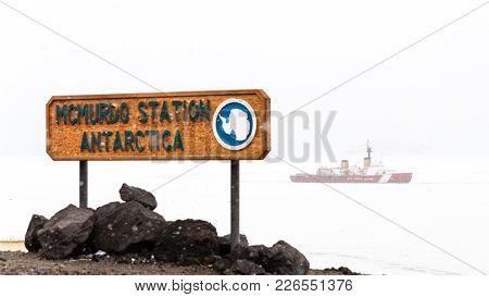 Mcmurdo Station, Antarctica - January 13, 2015: Us Coast Guard Cutter Polar Star Breaks A Channel In