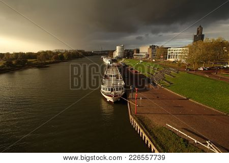 Arnhem, The Netherlands - November 10, 2017: View On The River Rhine In Arnhem With Tourists Boats,