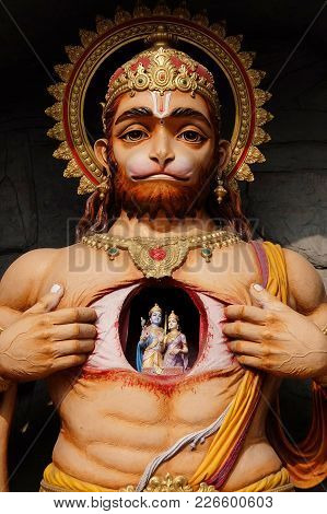 Rishikesh, India - November, 9th, 2017. View Of Hanuman Statue In Parmarth Niketan Ashram, Rishikesh