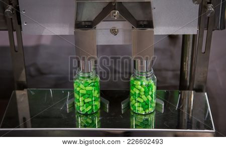 Capsule Pharmaceutical Pills Counting And Filling Machine