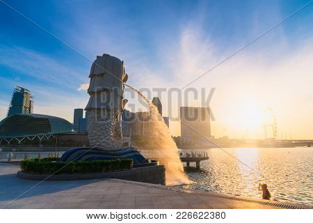Singapore-july 9, 2016: Merlion Statue Fountain In Merlion Park And Singapore City Skyline At Sunris