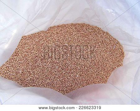 Chemical Fertilizer Varieties, Chemical Fertilizer Pictures In Bags, Fertilizer Granules,hand-painti