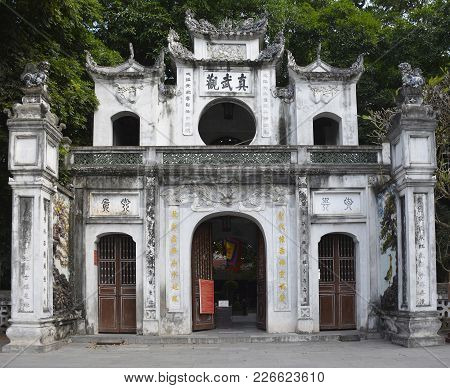 Hanoi, Vietnam - 16th December 2017. The Gateway Outside The Historic Quan Thanh Temple In The Ba Di