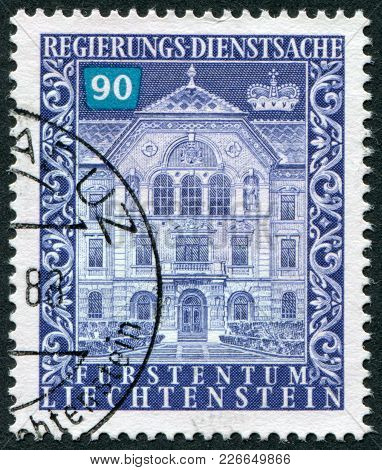 Liechtenstein - Circa 1983: A Stamp Printed In The Liechtenstein, Shows The Government Building, Vad