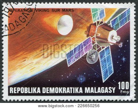 Madagascar - Circa 1976: Postage Stamps Printed In Madagascar, Shows A Viking Space Probe, Circa 197