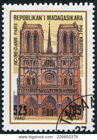 Madagascar - Circa 1994: Postage Stamps Printed In Madagascar, Shows The Cathedral Of Notre-dame De