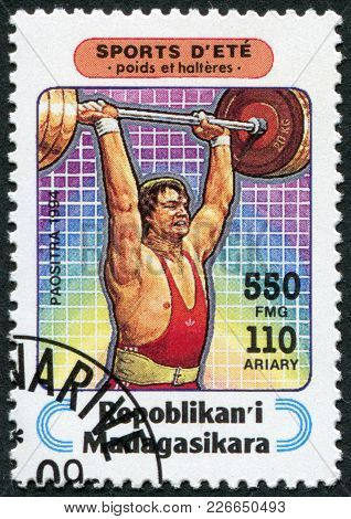 Madagascar - Circa 1994: Postage Stamps Printed In Madagascar, Is Devoted To Sports, Weightlifting,