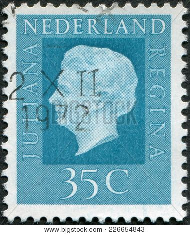 Netherlands - Circa 1972: A Stamp Printed In The Netherlands, Shows Juliana Of The Netherlands, Circ