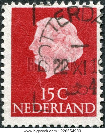 Netherlands - Circa 1953: A Stamp Printed In The Netherlands, Shows Juliana Of The Netherlands, Circ