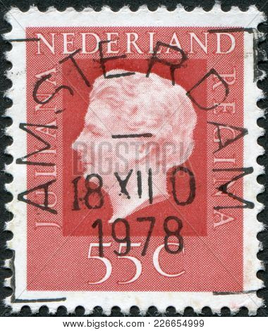 Netherlands - Circa 1976: A Stamp Printed In The Netherlands, Shows Juliana Of The Netherlands, Circ