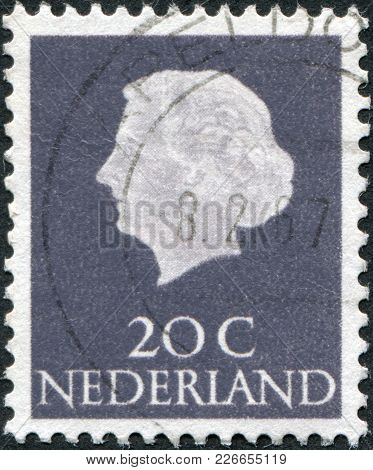Netherlands - Circa 1967: A Stamp Printed In The Netherlands, Shows Juliana Of The Netherlands, Circ