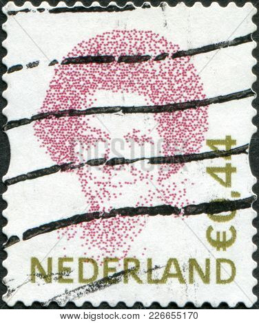 Netherlands - Circa 2006: A Stamp Printed In The Netherlands, Shows Beatrix Of The Netherlands, Circ
