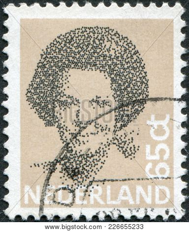 Netherlands - Circa 1981: A Stamp Printed In The Netherlands, Shows Beatrix Of The Netherlands, Circ