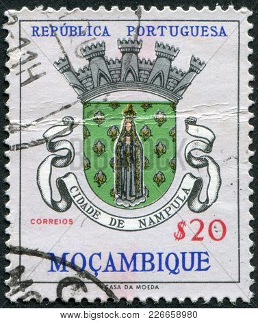 Portugal - Circa 1961: A Stamp Printed In The Portugal, The Emblem Of The Province Of Nampula (overp