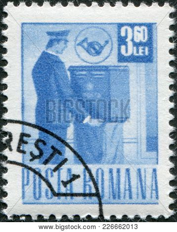 Romania - Circa 1971: A Stamp Printed In The Romania, Depicts A Postman, Circa 1971
