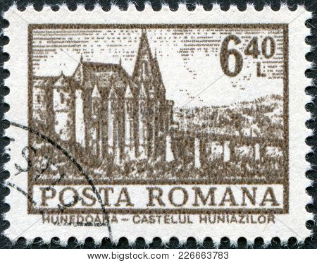 Romania - Circa 1972: A Stamp Printed In The Romania, Shows The Hunedoara Castle, Circa 1972