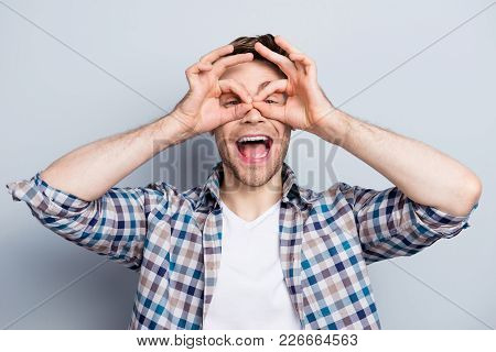 Close Up Photo Of Trendy, Cheerful, Creative Guy In Checkered Shirt With Stubble, Wide Open Mouth, I
