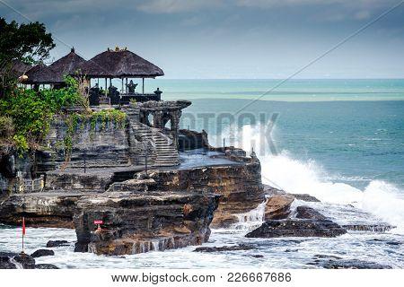 Ta-nah Lot Temple, Bali, Indonesia
