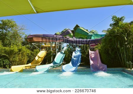 Aquatica Water Park, Orlando, Florida, Usa - October 23, 2016: Omaka Rocka Adventure Slide In Aquati