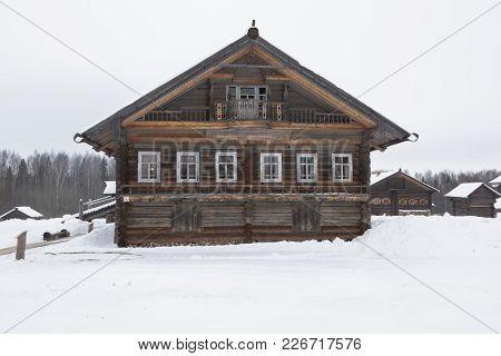 Semenkovo, Vologda Region, Russia - February 11, 2018: Khrapov House In The Architectural And Ethnog