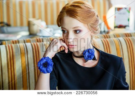 Beautiful Cute Girl With Jewelry For Neck And Wrist Of Flowers. Handmade.