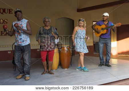 Tourists Learn To Dance Salsa With Local Musicians Trinidad Cuba 2018 January 03