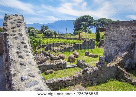Ruins Of The Old City Of Pompeii With The Remains Of Houses And Kitchen Utensils (pots, Vases). Gard