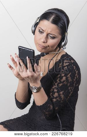 Boring Phone Call, Inattentive Customer Service Agent, Not Paying Attention To Her Customer, Wants T